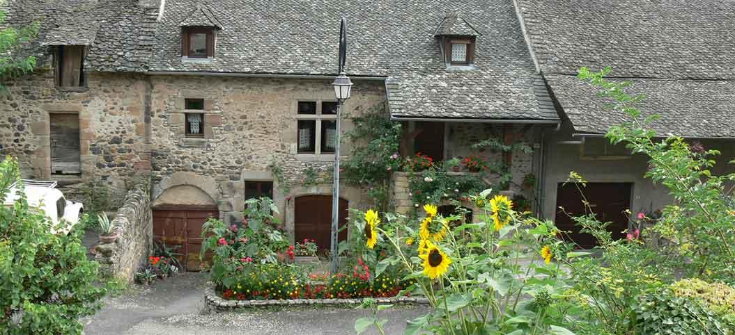 Vieilles maisons à Saint-Côme-d'Olt en Aveyron