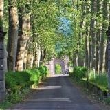 Allée du chateau de Lévinhac