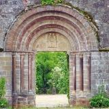 Lévinhac : le tympan de l'ancienne chapelle
